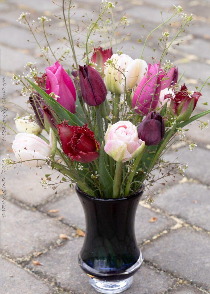 Tulpanbukett i ljust rosa och mörkt violett