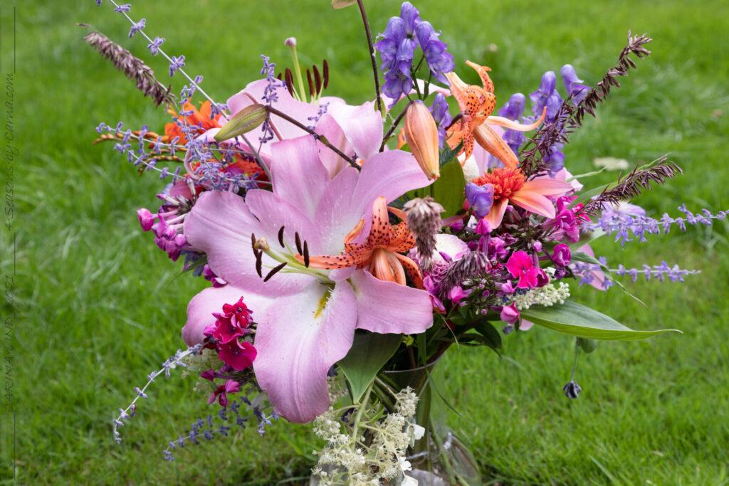 sensommarbukett med liljor